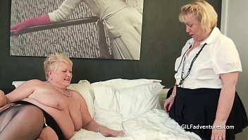 Mature lesbian double fucked